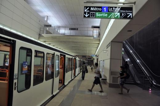 Boc, deranjat de contestaţiile la metroul Cluj
