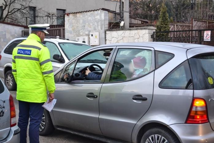 """Inconștiență criminală! """"În brațe este mai protejat"""", """"Locuim aproape"""" sau """"Plânge"""". Unde greșesc părinții când își plimbă copiii în mașină?"""