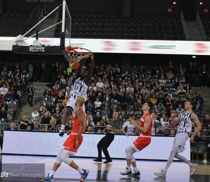 L.J Peak o readuce pe U-BT Cluj în fruntea clasamentului!