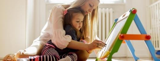 Petreceți-vă cât mai mult timp acasă și umpleți-vă timpul cu ceva util, alături de copii.