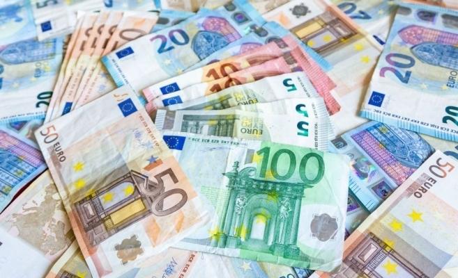 Euro a bătut pasul pe loc