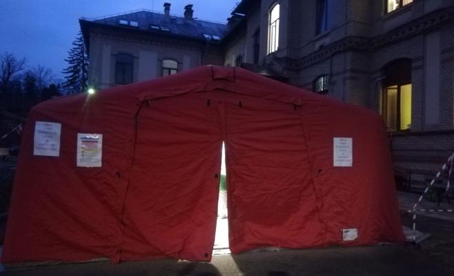 a-fost-montat-cortul-pentru-trierea-bolnavilor-de-coronavirus-la-upu-cum-arata-in-interior-foto
