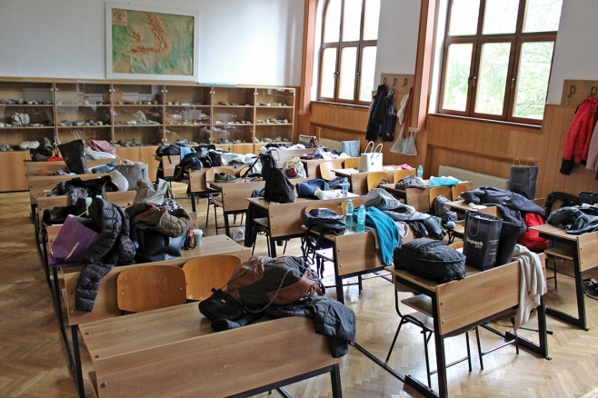 Lecții de română și matematică la televizor.