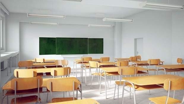 Elevii și studenții rămân în continuare acasă
