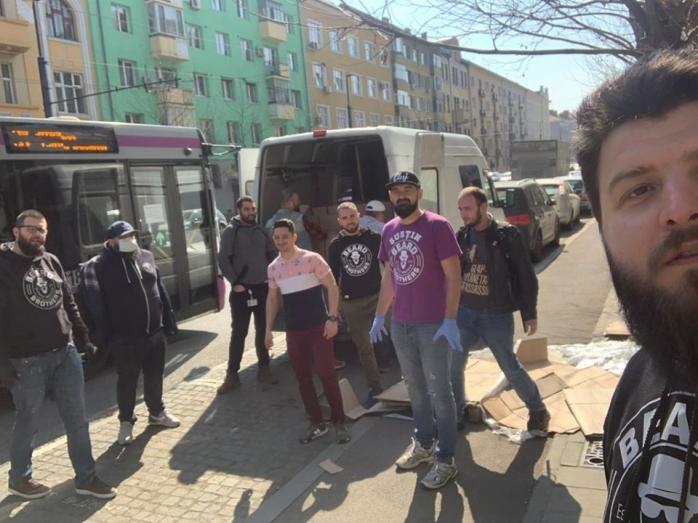 Dezinfectant și măști pentru Spitalul Județean Cluj de la Beard Brothers