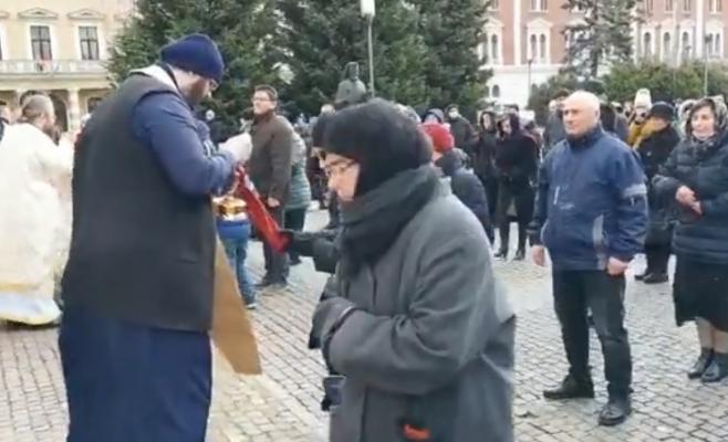 Ce spun reprezentanții Mitropoliei Clujului despre împărtășania în timpul epidemiei de coronavirus?