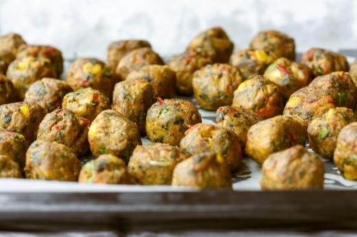 chiftele-la-cuptor-reteta-de-post-de-chiftelute-pufoase-cu-legume