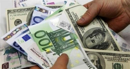 euro-sta-dobanzile-scad-dolarul-creste