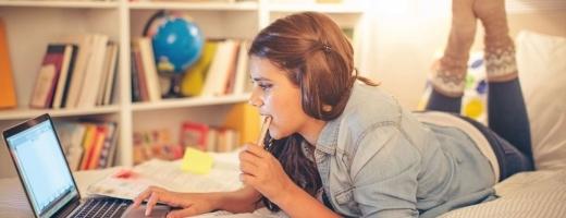 Ce concluzii au tras profesorii după două săptămâni de predare online. Pierd mai mult TIMP