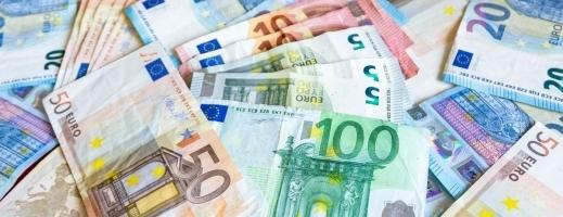 Euro nu s-a îndepărtat de 4,83 lei