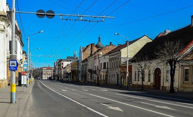Foto: Paul Gheorgheci/monitorulcj.ro  Mai puține plimbări în parc, fără transport în comun și multă mișcare în jurul casei!