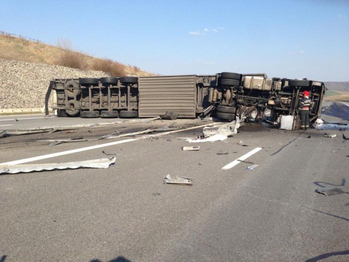 ACCIDENT pe autostrada A3! Un TIR plin cu cărucioare de supermarket s-a RĂSTURNAT