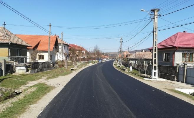 Asfaltare pe bucățele. Un tronson dintr-un drum județean, finalizat de Consiliul Județean Cluj, sursă foto: CJ Cluj