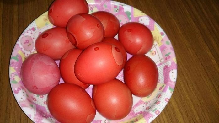 oua-rosii-cum-faci-oua-rosii-vopsite-natural-metoda-rapida