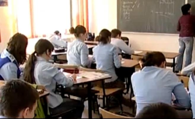 Mediile elevilor se vor încheia cu minimum 2 note, la care se adaugă nota din teză