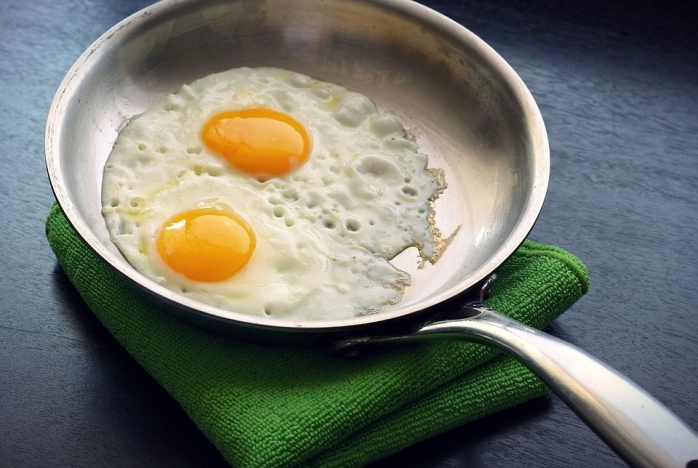 greseli-pe-care-nu-stii-ca-le-faci-cand-prajesti-sau-fierbi-oua