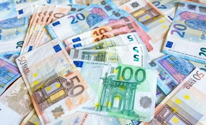 Euro a scăzut cu peste jumătate de ban