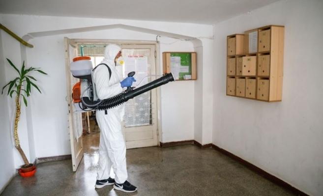 Continuă dezinfecția în blocurile din Cluj-Napoca