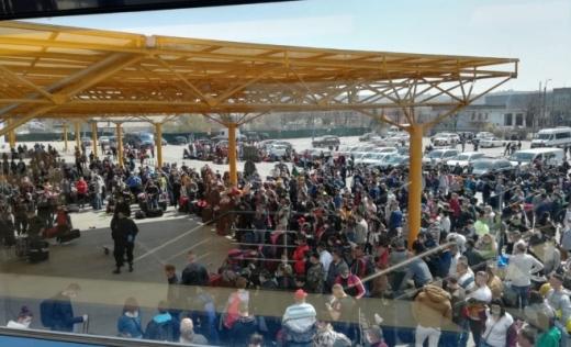 Cum au ajuns muncitorii sezonieri să se înghesuie pe Aeroportul Cluj. Arafat: