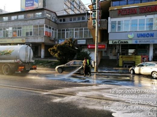 Străzile din Cluj-Napoca, spălate în continuare cu detergent. VEZI lista străzilor programate marți