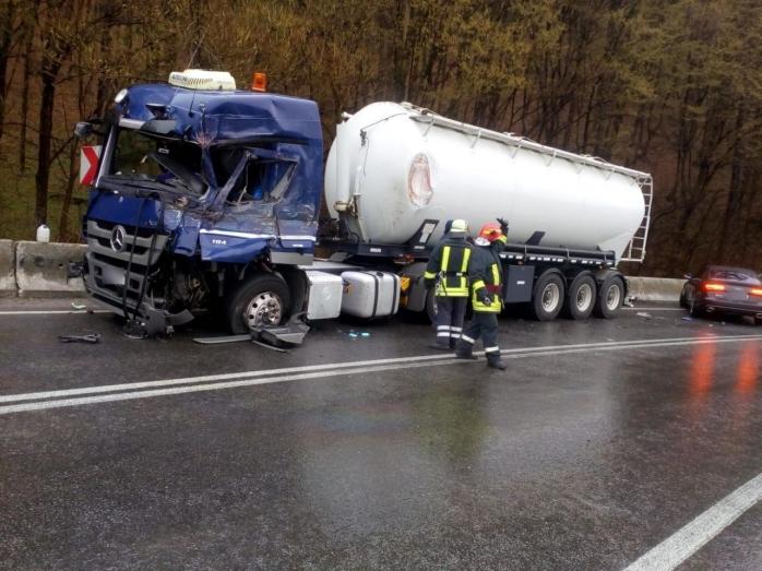 Accident între o cisternă și un camion, în Bologa. O persoană a ajuns la spital