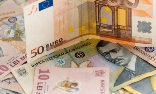 Leul continuă să scadă față de principalele valute