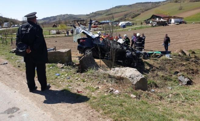 Încă un accident la Cluj! Un șofer a intrat cu mașina într-un capăt de pod!
