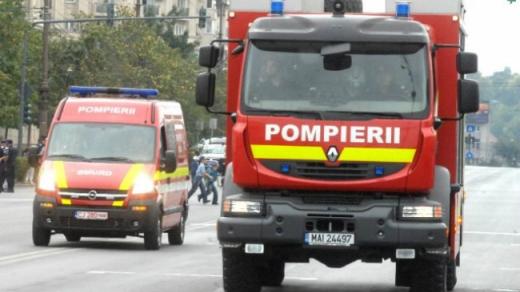 Incendiu la un bloc din județul Cluj. Cauza, un coș de fum necurățat
