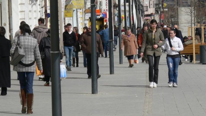 STUDIU: 1 din 10 români nu va sta acasă de Paște