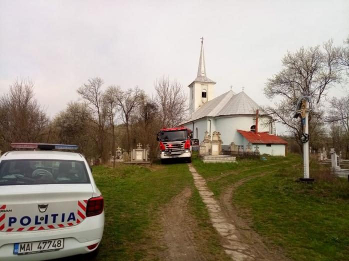Sărbători pascale cu emoții într-un sat clujean. Un INCENDIU a pus în primejdie biserica, sursă foto: ISU Cluj