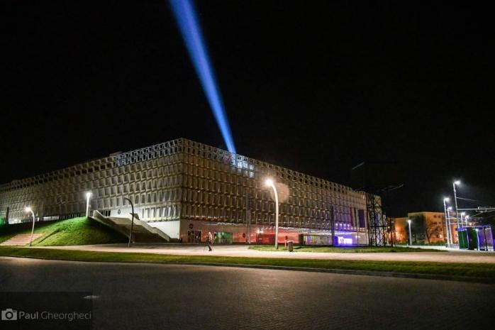 Lumina Învierii, aprinsă pe Sala Polivalentă, sursă foto: Paul Gheorgheci/ monitorulcj.ro