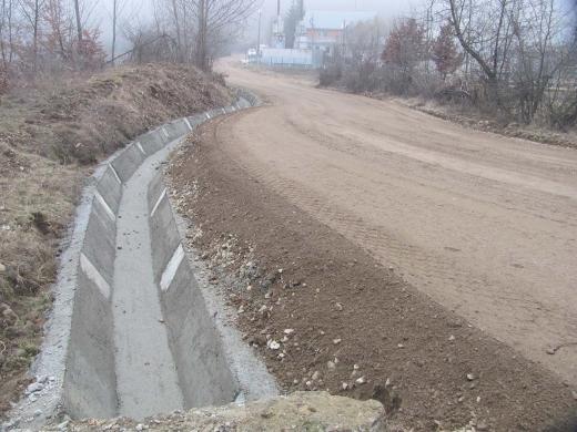 E jale la capitolul infrastructură rutieră în România: 26.000 de km de drumuri pietruite și 866 de km de autostradă
