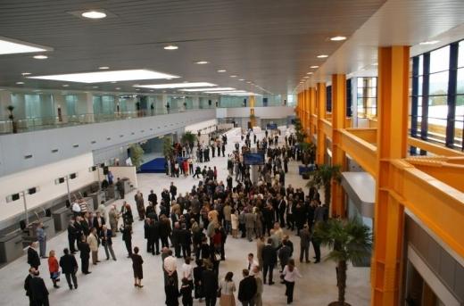 Când și unde vom zbura de pe Aeroportul Cluj? Cursele spre destinații populare, reintroduse treptat