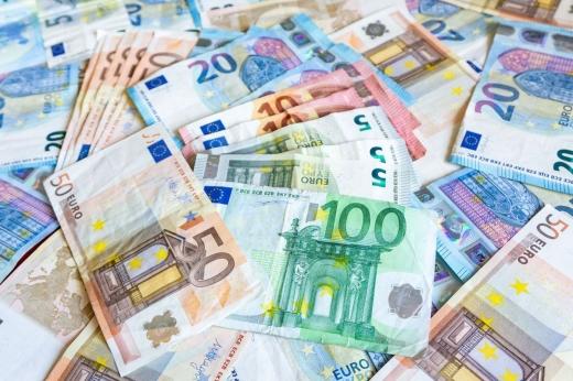 Euro a revenit peste pragul de 4,84 lei
