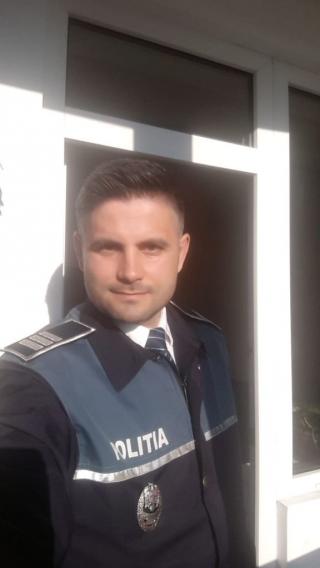 """EI, CEI DIN LINITA ÎNTÂI. Adrian Lorinț, polițist: """"Nu mi-e teamă, fiindcă mă protejez. Folosesc mască și mănuși"""""""
