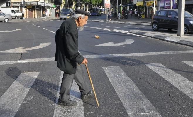 Ai PESTE 65 de ani? Între ce ore vei putea ieși din casă? Reglementări noi pentru vârstnici!