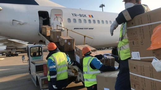 Un avion cu echipamente de protecţie împotriva coronavirusului urmează să ajungă la Cluj-Napoca
