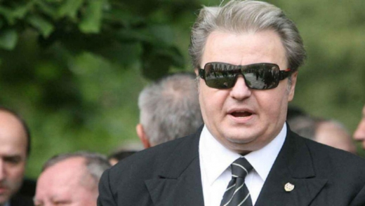 """Iohannis, comparat cu Vadim Tudor: """"Ori probează acuzațiile grave, ori își dă demisia!"""""""