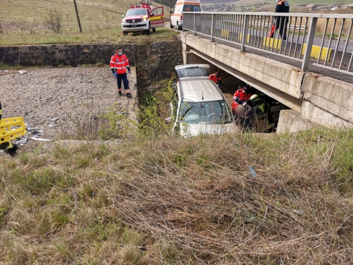 Accident în apropiere de Nădășelu! Un șofer vitezoman a evitat în ultimul moment un cap de pod