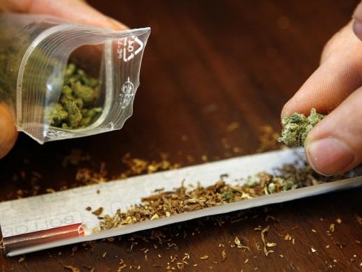 Traficanţii de droguri recurg la metode ingenioase în această perioadă! Cum se trimita marfa la consumatori prin curier