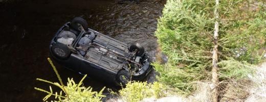 Accident GRAV la Poiana Horea. Un bărbat a MURIT după ce a ajuns cu mașina într-un râu