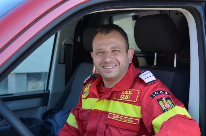 EI, CEI DIN LINIA ÎNTÂI. Cosmin Goron, pompierul  care a transportat oamenii veniți din străinătate înspre locurile de carantină.