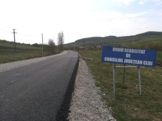 Minune în an electoral! Se vede asfaltul pe un drum județean din Cluj, uitat de autorități, sursă foto: CJ Cluj