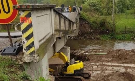 """Podul de beton s-a dărâmat. """"Doreii l-au distrus, ploaia și Crișul Repede vor fi de vină!"""" Pe unde se circulă acum înspre Valea Drăganului?, sursă foto: Horia Nasra"""