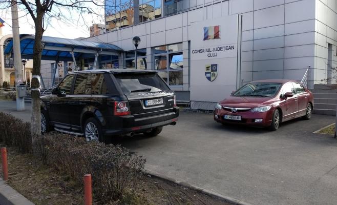 Lună și bec! Consiliul Județean Cluj își spală mașinile cu peste 10.500 €, până la finalul anului