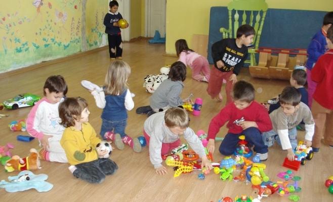 ATENȚIE, părinți! S-au anunțat datele de înscriere a copiilor la grădiniță și în clasa primară!