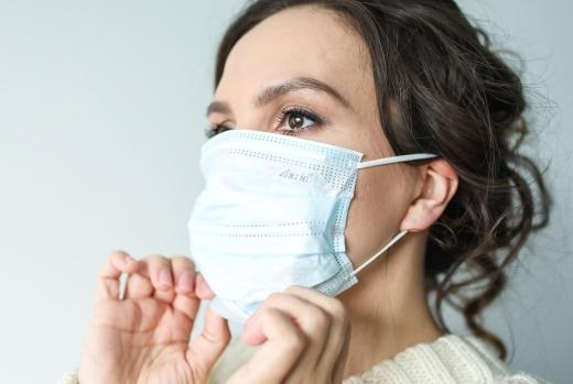 Cate ore poti purta o masca in timpul pandemiei