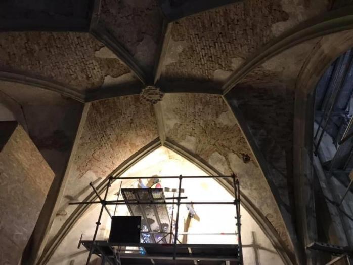 Javában zajlik a felújítás a kolozsvári Szent Mihály-templomban. 2021 novemberében megújult pompában várja látogatóit a kincses város ékessége, fotó: Vákár István, Facebook