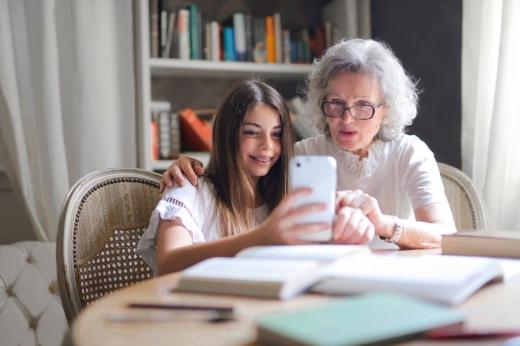 Ce se întâmplă cu elevii care au părinți peste 65 de ani. Anunțul ministrului Educației