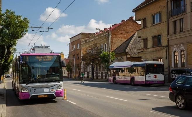Pensionarii nu mai au transport gratuit între 6.30 și 8.30 dimineața, pentru evitarea aglomerației din autobuze
